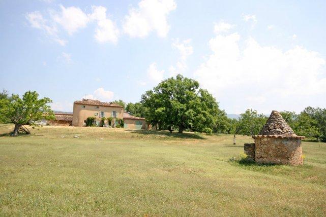 Vente propriete agricole de 50ha avec bastide ancienne en for Construire une maison sur un terrain agricole